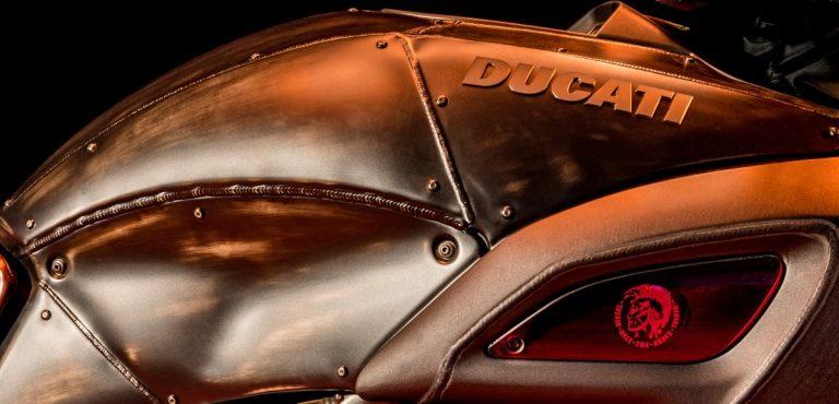 Particolare del serbatoio della nuova Ducati Diavel Diesel