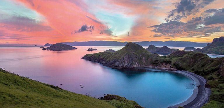 Komodo Island Indonesia Alla scoperta degli ultimi draghi Una delle sette meraviglie naturali dell'era moderna