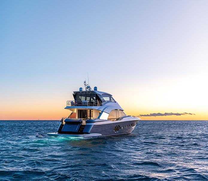 Yacht MCY 70 Skylounge Il primo cruisercon flybridge chiuso