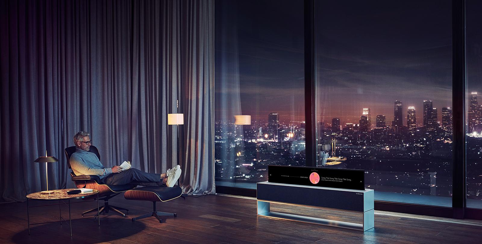LG SIGNATURE OLED R il primo televisore al mondo che si arrotola su se stesso!