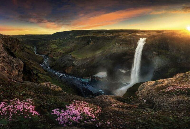 Cascate d'acqua Islanda 10 mete suggestive per gli appassionati della natura
