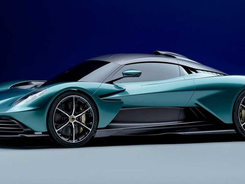 Aston Martin Valhalla: la supercar esclusiva pronta a sfidare la Ferrari SF90 Stradale